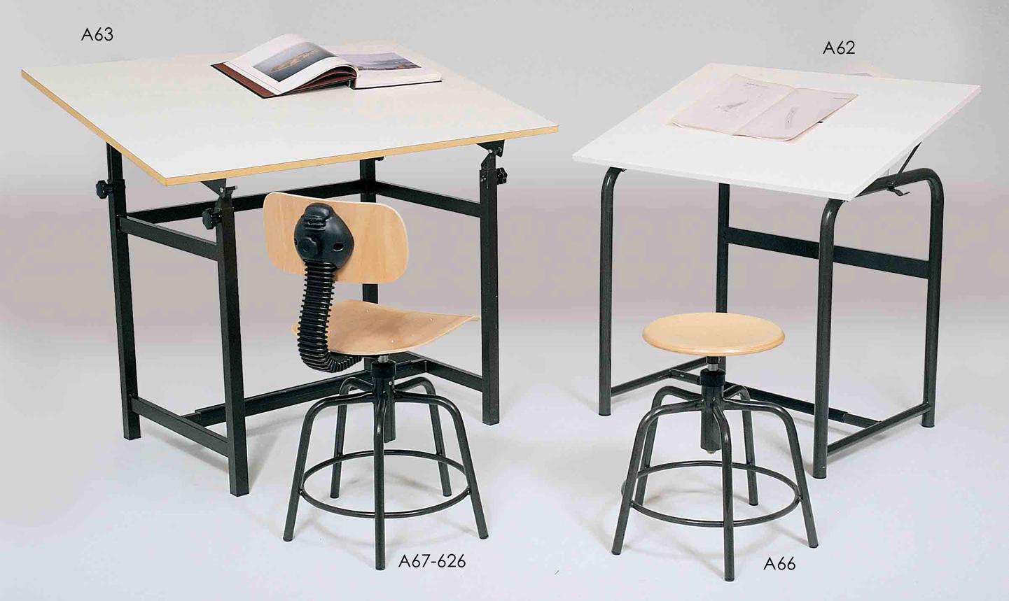 Foto 27: Art. A63, A67 626, A62, A66 - Tavoli da disegno con sedie